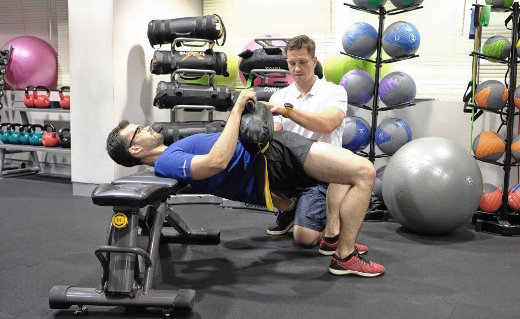 Ból pleców w treningu personalnym – jak pomóc klientom? cz.1